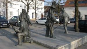 Die Narrenskulpturen von der Schweizer Straße aus